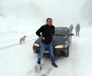 Domaniç'te kar yağışı, tipi ve buzlanma ulaşımı zorlaştırıyor