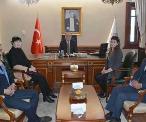 Özbek turizmciler Afyonkarahisar Valisi Mustafa Tutulmaz'ı ziyaret etti
