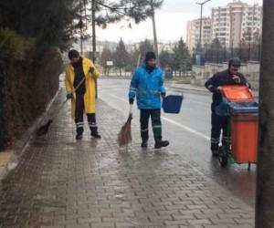Yenişehir Belediyesi, cadde ve sokakların temizliğini sürdürüyor