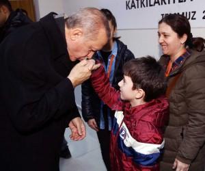 Cumhurbaşkanı Erdoğan, şehit polisin ailesi ile görüştü