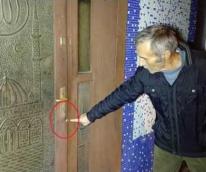 Samsun'da silahlı saldırıda caminin kapısına kurşun isabet etti