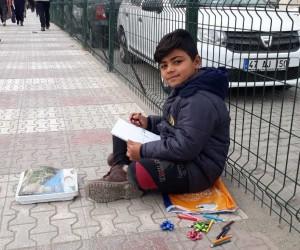 Suriyeli Muhammed'in resim sevgisine savaş engel olamadı