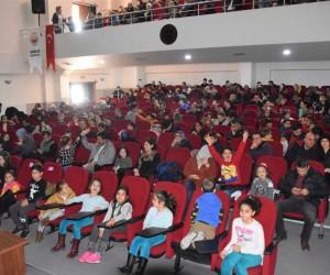 Gemlikli çocuklar tiyatroya doydu