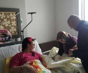 'Hoş Geldin Bebek' projesinde 10 bininci paketi Başkan Eşkinat verdi
