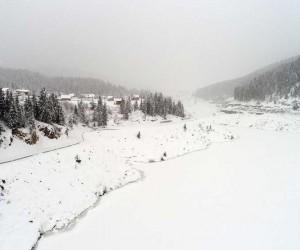 İki ilin sınırında bulunan gölet dondu