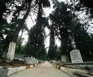 Bağçeşme Mezarlığı taş duvarları yenileniyor