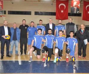 Karacabey Belediyesporlu voleybolcular final grubunda