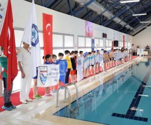 ESOGÜ'de minikler yüzme şenliği düzenlendi