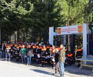 Uşak'ın sokaklarını temizleyen işçiler Afrin'i de terörden arındırmak istiyor