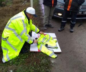 İnegöl'de yaralı Şahin'e polis şefkati
