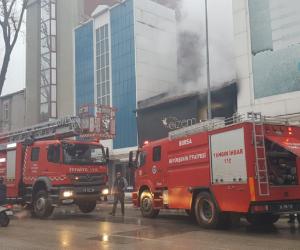 Osmanbey Caddesinde 2 katlı iş yeri yandı