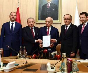 AK Parti ve MHP 'Cumhur ittifakı' için yasa tasarısını Meclis'e sundu
