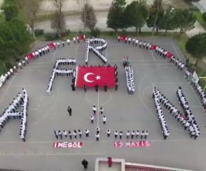 Öğrencilerden Afrin kareografisi