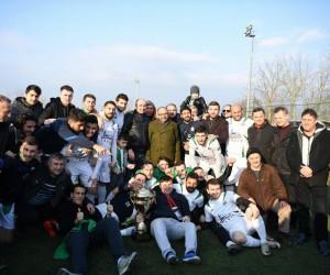 Suadiyespor'un kupasını Başkan Üzülmez verdi
