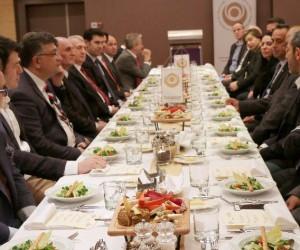 Budapeşte'de Büyükelçi Oktay'ın onuruna akşam yemeği