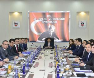Vali Güzeloğlu, hizmetlerin değerlendirildiği toplantıya başkanlık etti