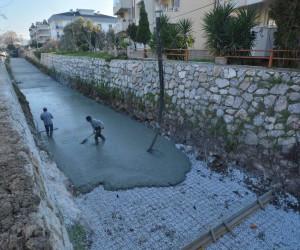 Milas'ta Balavca Deresi ıslah ediliyor
