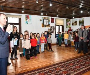 Sanat atölyesinin minik öğrencileri sertifikalarını aldı