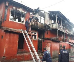 Baskent'te korkutan yangın: 6 ev küle döndü