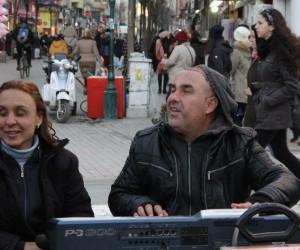 Müzik, görme engelli çiftin hem gönül gözü hem de geçim kaynağı oldu