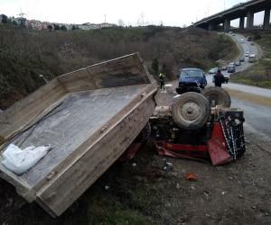 İzmit'te traktör minibüsle çarpıştı: 4 yaralı