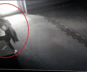 Namaz kılan kadının çantasını çalan hırsız kameralara yakalandı