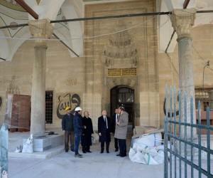 Vali Ceylan restorasyonu devam Rüstem Paşa Camisini inceledi