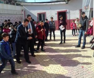 Mobil Gençlik Merkezi Sason'da öğrencilerle buluştu