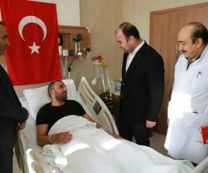 Başkan Nihat Çiftçi, tedavi gören Afrin gazisini ziyaret etti