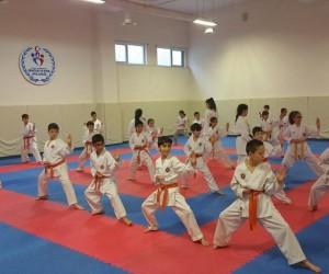 Karateci çocuklar 2018'in ilk kuşaklarını aldılar