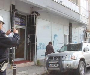 Aydın'ın dar sokakları ve otopark sıkıntısı para basıyor
