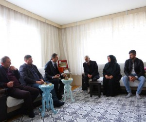 Başkan Alemdar'dan şehit ailesine ziyaret