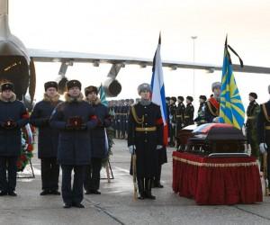 Rus pilot Filipov'un cenaze törenine binlerce kişi katıldı