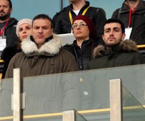 Alpay Özalan'dan genç oyunculara yakın markaj