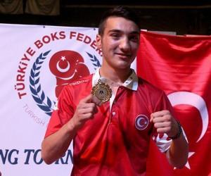 Genç boksörlerden bir altın, bir gümüş