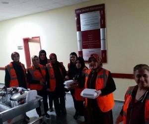 Hastanede tedavi gören askerlere ev yemeği