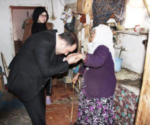 Kaymakam Karataş, ihtiyaç sahibi aileleri ziyaret etti