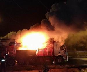 Samsun'da seyir halindeki kamyonda yangın çıktı