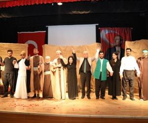 Kızıltepe'de 'Bir Garip Uveys' tiyatrosu sahnelendi