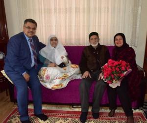 Başkan Yağcı, yarım asırlık sevgilileri evlerinde ziyaret etti