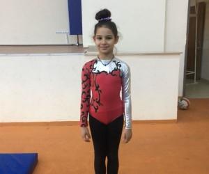 Kardelen Koleji öğrencisi Nehir Özmen jimnastik turnuvasında il birincisi oldu