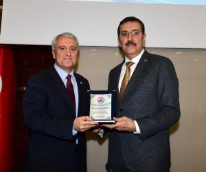 Rektör Gündoğan'a, Bakan Bülent Tüfenkci'den plaket