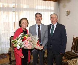 Başkan Şirin, 50 yıllık çiftin mutluluğuna ortak oldu