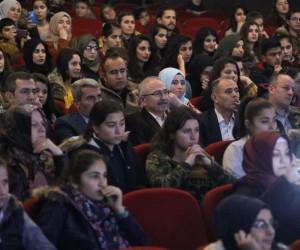 Mardin'de Aykut Kuşkaya konserine yoğun ilgi