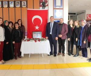 Şehit Pilot Yüzbaşı Karaman için okulunda anma köşesi