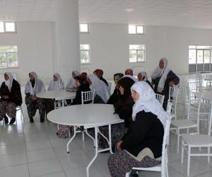 Isparta'daki kadın yeştiştiricilere 'Buzağı Ölümlerinin Azaltılması Eğitimi'