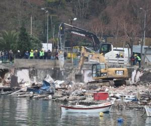 Zonguldak'ta kıyı kenar çizgisindeki yapıların yıkımına başlandı