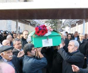 Ünlü sanatçı Sümer Ezgü'nün acı günü