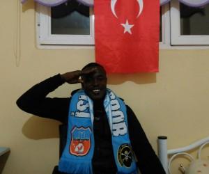 Nijeryalı futbolcudan Mehmetçik için asker selamı