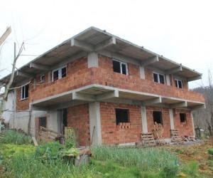 Verem Savaş Derneği evsiz ailenin evini yaptırıyor